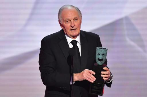Alan Alda took home the Screen Actors Guild lifetime achievement award -- and earned a standing ovation