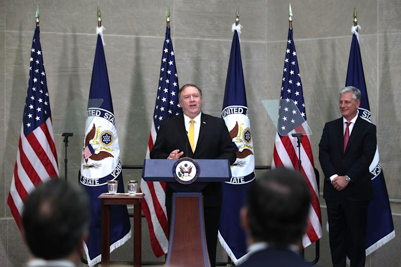 Mike Pompeo, center, with Robert O'Brien