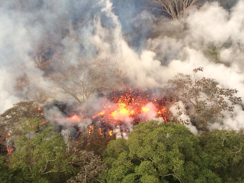 Lava flows out from an area between fissures 16 and 20 on the Kilauea volcano in this May 16 picture released by the US Geological Survey (AFP Photo/HO)