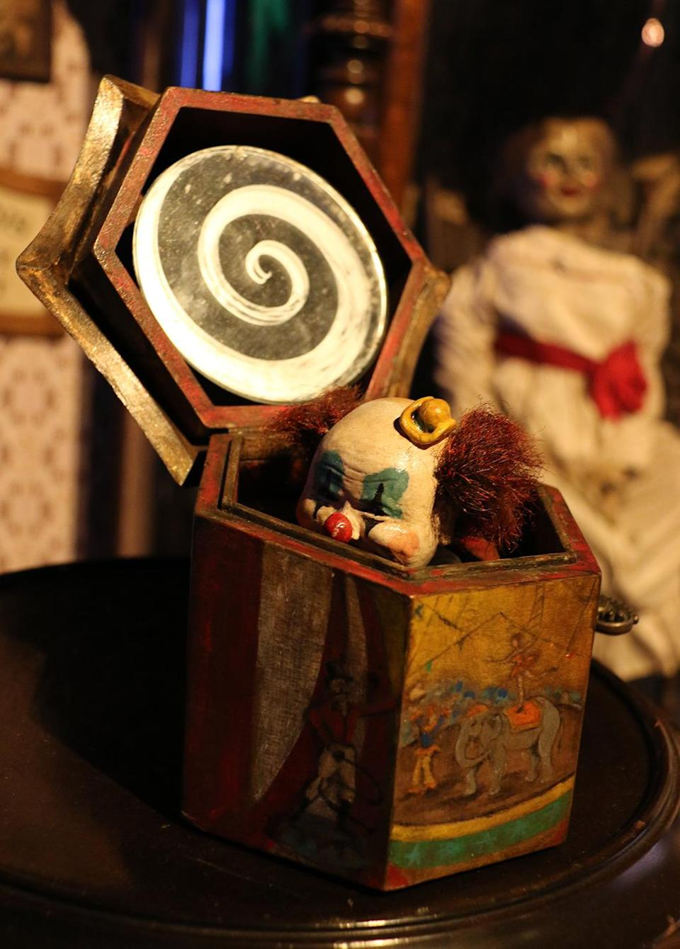 <p>A close-up of the creepy clown getting ready to pop out. (Photo: Angela Kim/Yahoo) </p>