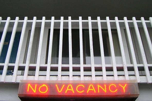 No vacancy sign on apartment.