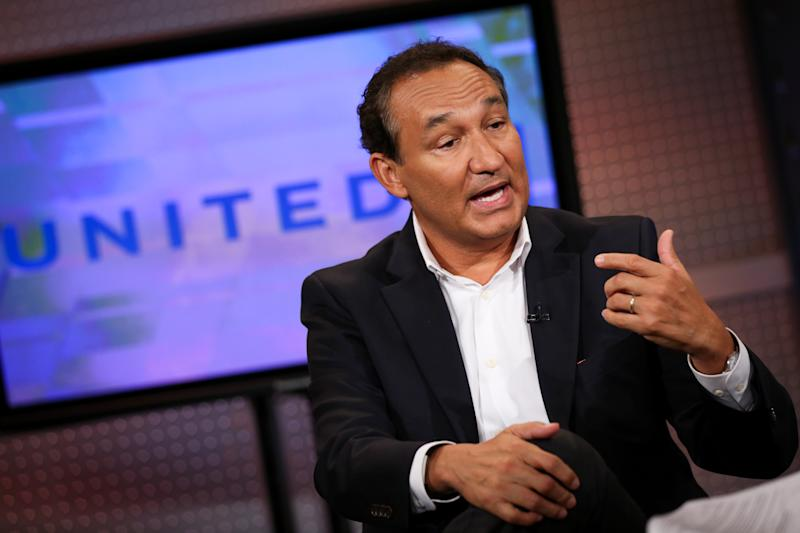 CEO of United Airlines gives up annual bonus