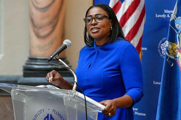 PHOTO: Rochester Mayor Lovely Warren, left, speaks to the media during a press conference in Rochester, N.Y., Sept. 3, 2020, where she announced the suspension of officers involved in the death of Daniel Prude. (Adrian Kraus/AP, FILE)