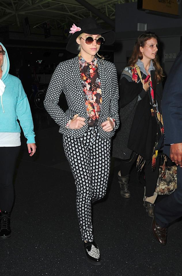 "<div class=""caption-credit""> Photo by: Getty Images</div><div class=""caption-title""></div>The cowboy hat with pink flower, black and white pantsuit, floral shirt, and bowling shoes Keisha wore at JFK Airport in November 2012 signal that the pop star needs attention, even from 30,000 feet!"
