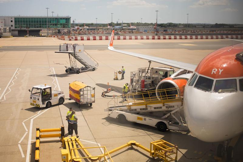 EasyJet to Raise as Much as $560 Million in Share Sale