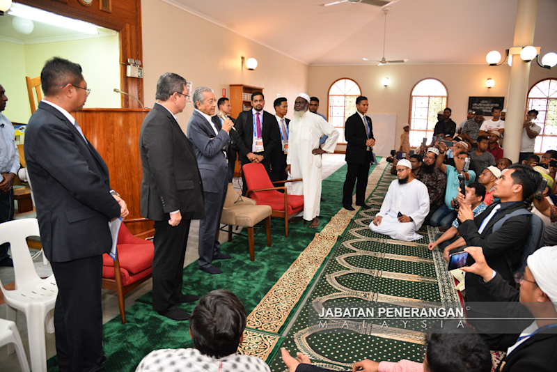 Prime Minister Tun Dr Mahathir Mohamad speaks at the Hohola Mosque in Port Moresby, Papua New Guinea November 18 2018. — Picture courtesy of the Information Dept