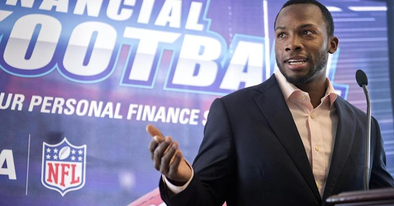 NFL player who lives on $60,000 a year uses a simple strategy to spend less