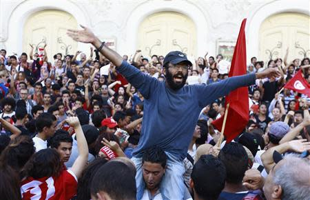 Protesters shout slogans during a demonstration to call for the departure of the Islamist-led ruling coalition in Avenue Habib-Bourguiba in central Tunis October 23, 2013. REUTERS/Anis Mili