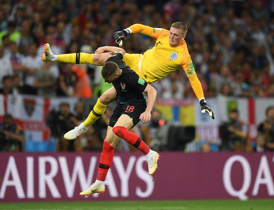 <p>Jordan Pickford is fouled by Ante Rebic as both players go for the ball </p>