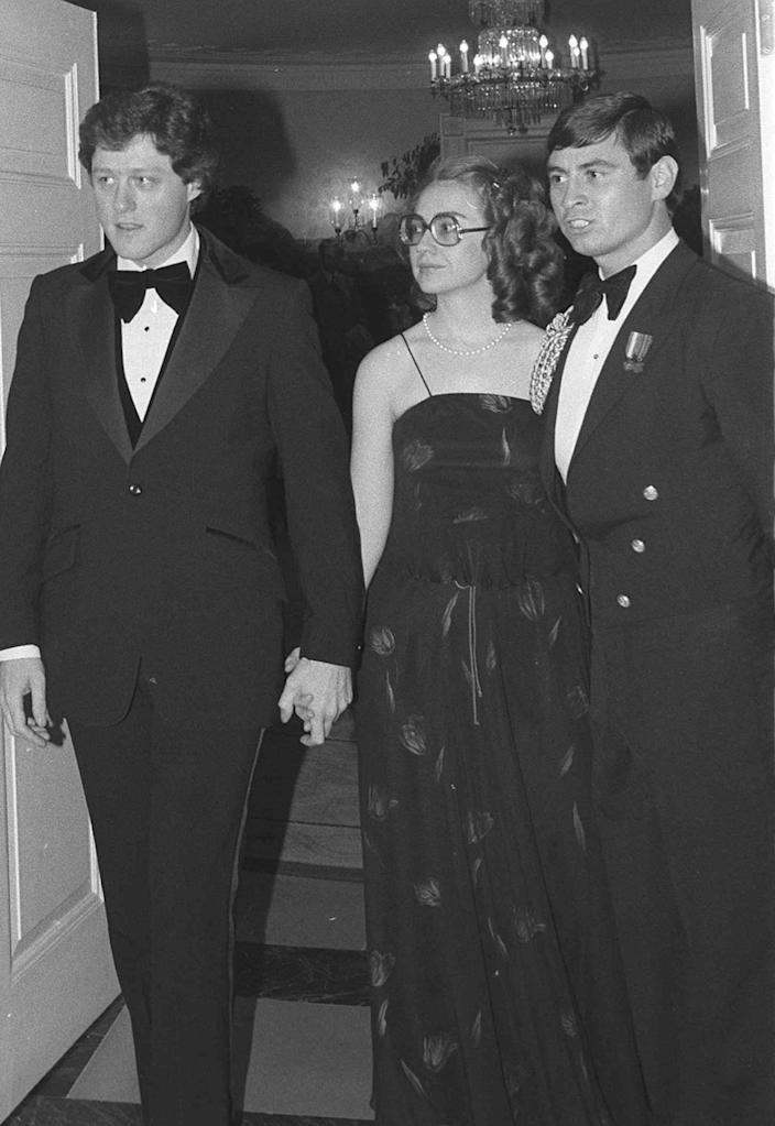 <p>Arkansas Gov. Bill Clinton and his wife, Hillary, enter the White House in 1979 to attend a dinner honoring the nation's governors. (Photo: Barry Thumma/AP)</p>