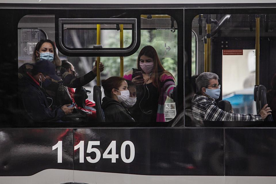 SAO PAULO, BRAZIL - MAY 07: Commuters ride the bus wearing face masks on May 7, 2020 in Sao Paulo, Brazil. The Government of the State of São Paulo has decreed the mandatory use of face masks in the streets.  (Photo by Victor Moriyama/Getty Images)