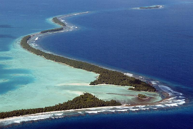 """Funafuti Atoll of Tuvalu, pictured here on February 19, 2004, joined the """"V20"""" group to marshal resources for the fight against the impact of global warming (AFP Photo/Torsten Blackwood)"""