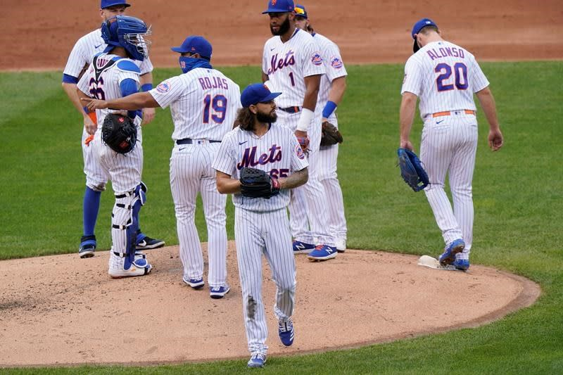 Mets honour Seaver with salute, jersey and dirt-smudged knee