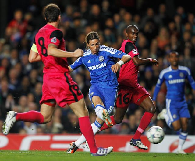LONDON, ENGLAND - OCTOBER 19: Fernando Torres of Chelsea (C) scores their second goal during the UEFA Champions League group E match between Chelsea and Genk at Stamford Bridge on October 19, 2011 in London, England. (Photo by Paul Gilham/Getty Images)