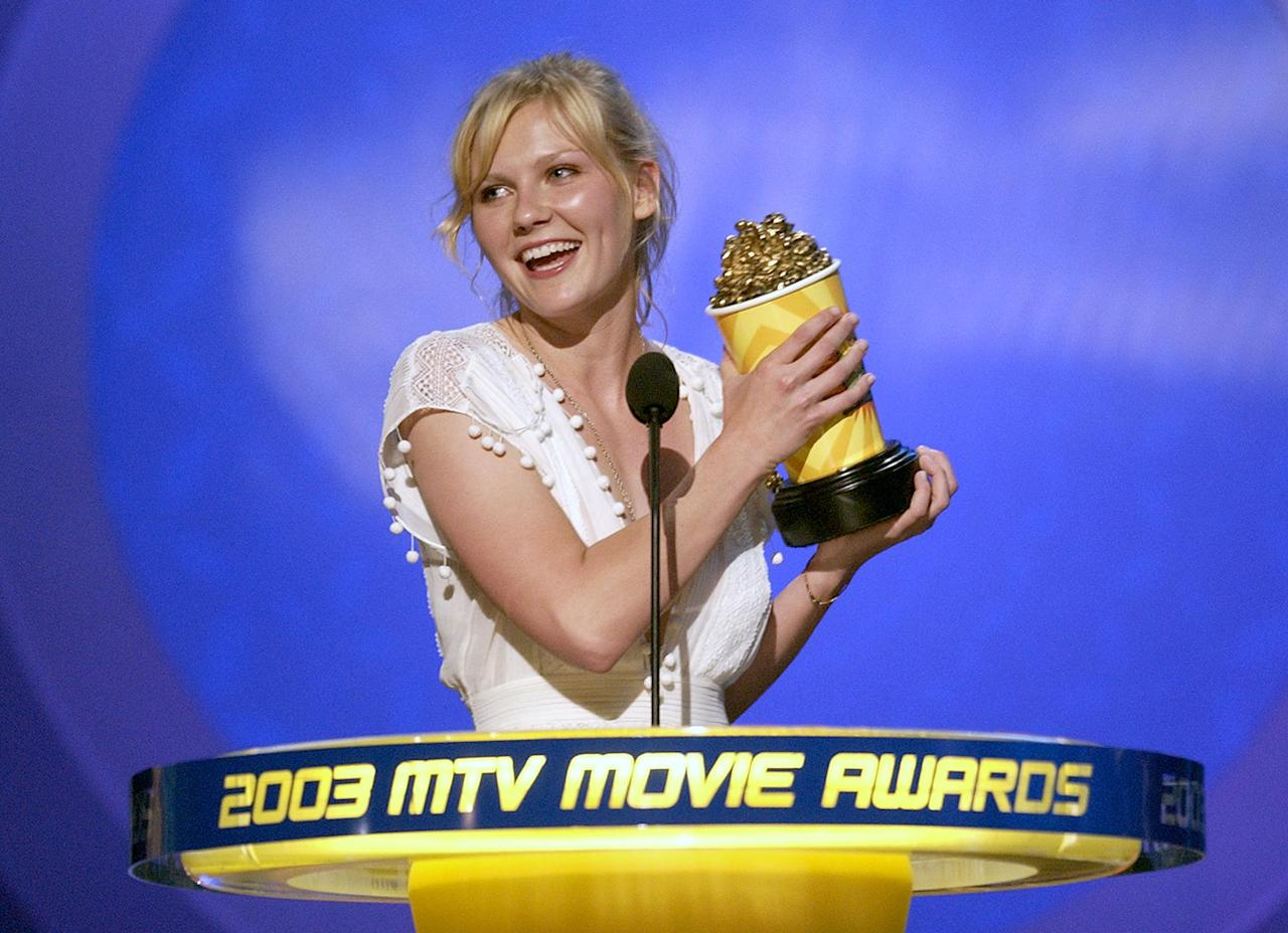 "Kirsten Dusnt accepts the award for Best Kiss at the 2003 MTV Movie Awards (she won for her infamous ""rain kiss"" with Tobey Maguire in ""Spider-Man"")."