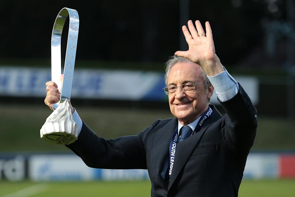 NYON, SWITZERLAND - AUGUST 25: Real Madrid President Florentino Perez pictured with the trophy following Madrid's 3-2 victory in the UEFA Youth League Final against Benfica at Colovray Sports Centre on August 25, 2020 in Nyon, Switzerland. (Photo by Jonathan Moscrop/Getty Images)
