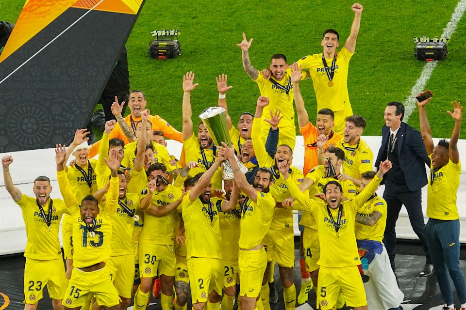 Villarreal players hold up their trophy as they celebrate winning the 2021 UEFA Europa League football final between Spain's Villarreal and England's Manchester United at the Gdansk Stadium in the Polish city of Gdansk on May 26, 2021. (Photo by ALEKSANDRA SZMIGIEL / POOL / AFP) (Photo by ALEKSANDRA SZMIGIEL/POOL/AFP via Getty Images)