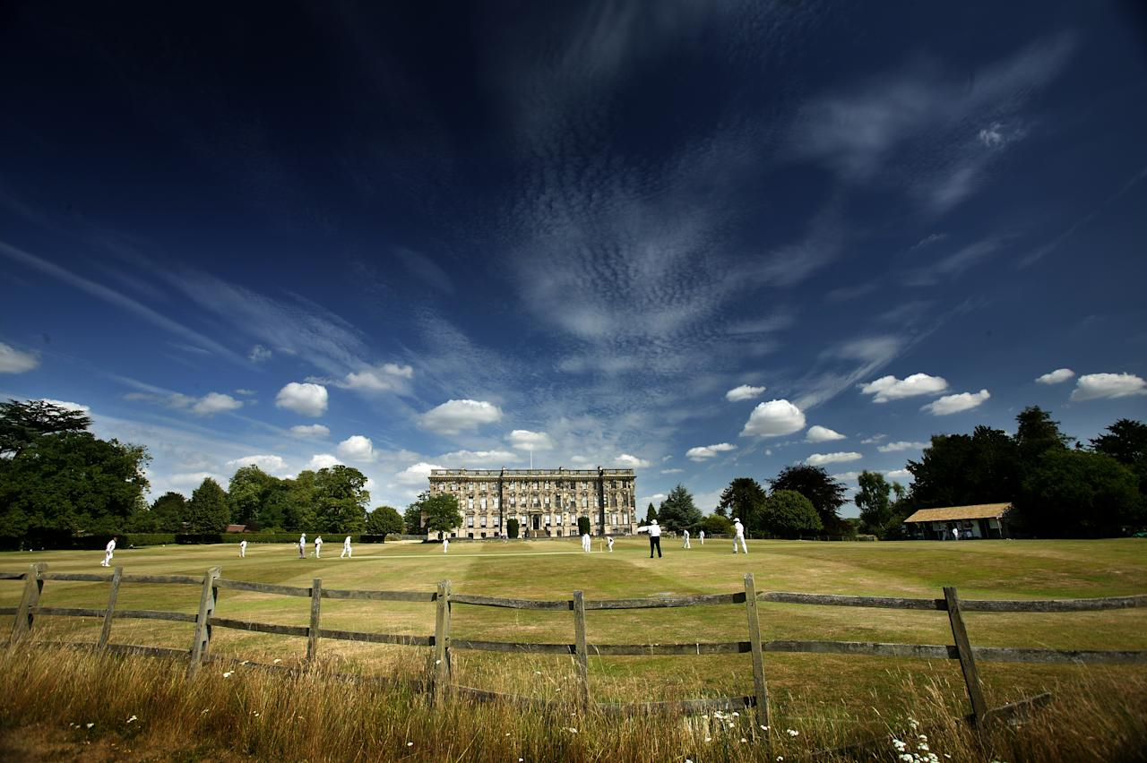 STONELEIGH, ENGLAND - JULY 17: Cricketers from Stoneleigh Cricket Club play in the stunning grounds of Stoneleigh Abbey on July 17, 2005 in Stoneleigh, England.  (Photo by Laurence Griffiths/Getty Images)