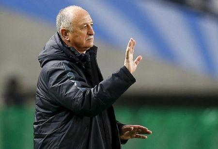 Brazilian head coach Luiz Felipe Scolari of China's Guangzhou Evergrande directs his players during their Club World Cup quarter-final soccer match against Mexico's Club America in Osaka, western Japan, December 13, 2015. REUTERS/Thomas Peter
