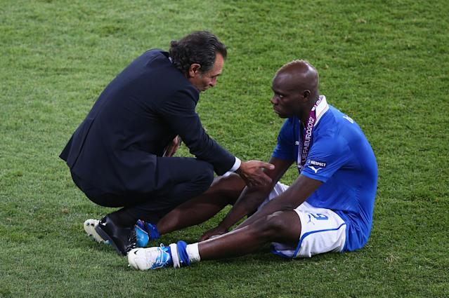 KIEV, UKRAINE - JULY 01: Head Coach Cesare Prandelli (L) of Italy talks to Mario Balotelli (R) of Italy after their defeat during the UEFA EURO 2012 final match between Spain and Italy at the Olympic Stadium on July 1, 2012 in Kiev, Ukraine. (Photo by Michael Steele/Getty Images)
