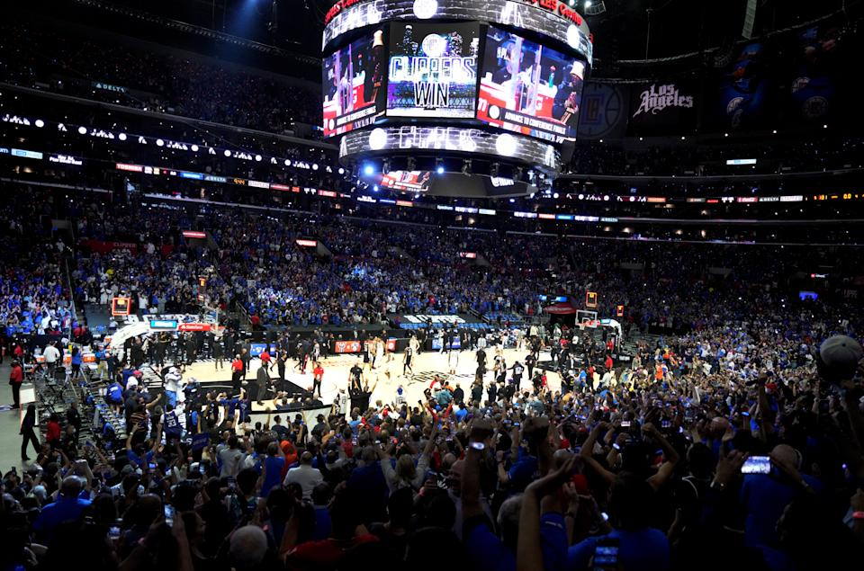 A sold-out Staples Center watches the Los Angeles Clippers eliminate the Utah Jazz and advance to the Western Conference finals to face the Phoenix Suns. (Keith Birmingham/MediaNews Group/Pasadena Star-News via Getty Images)
