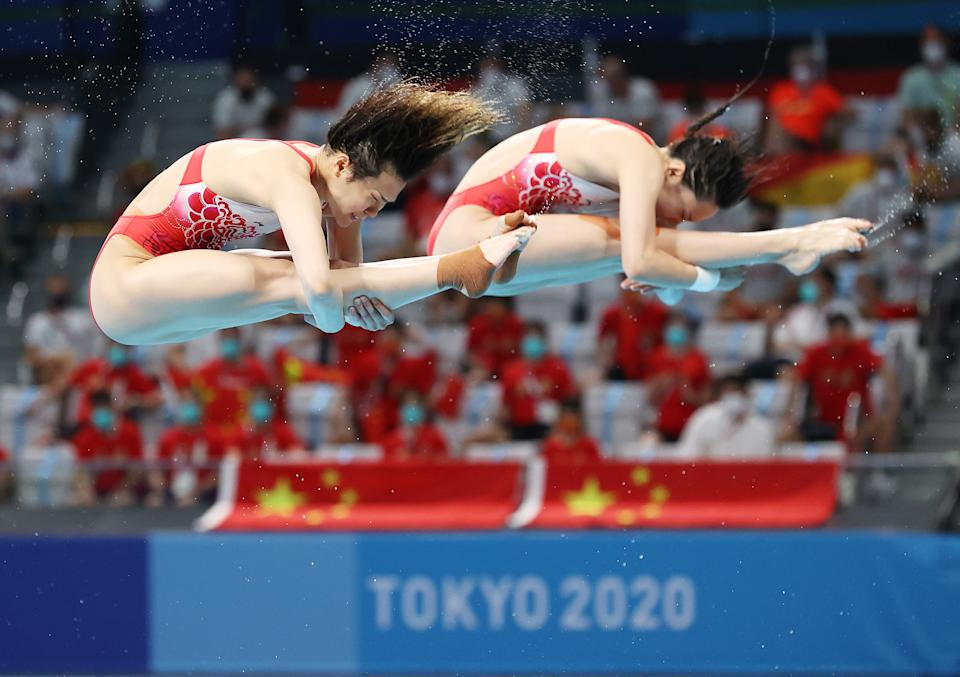 <p>TOKYO, JAPAN - JULY 25: Shi Tingmao and Han Wang of China compete in the Women's Synchronised 3m Springboard final on day two of the Tokyo 2020 Olympic Games at Tokyo Aquatics Centre on July 25, 2021 in Tokyo, Japan. (Photo by Ian MacNicol/Getty Images)</p>