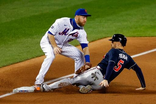 Braves Move Closer, Pound Mets Pitching In 15-2 Rout