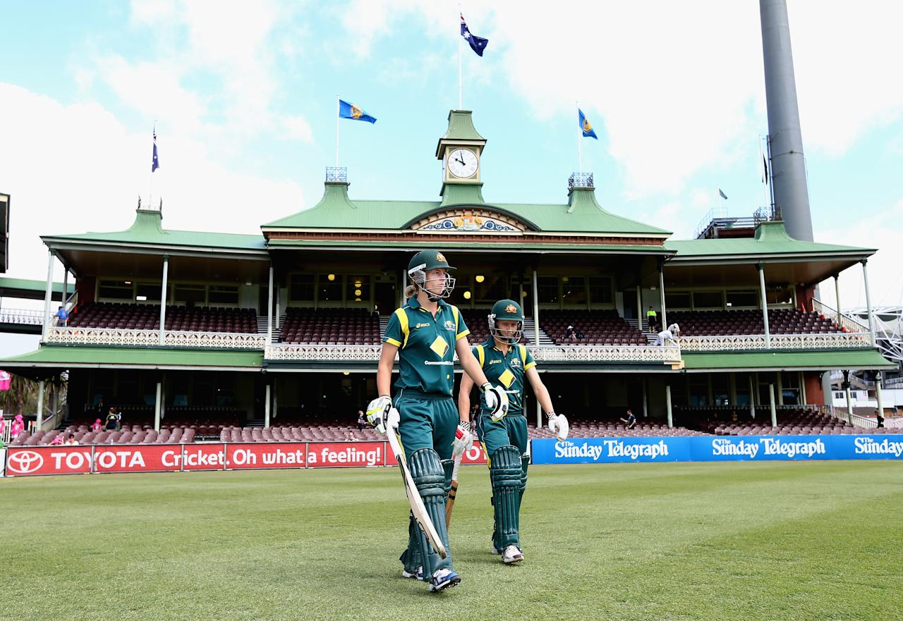 SYDNEY, AUSTRALIA - DECEMBER 12:  Meg Lanning and Leah Poulton of Australia walk out to bat during the first Rose Bowl Series One Day International match between Australia Southern Stars and New Zealand Silver Ferns at the Sydney Cricket Ground on December 12, 2012 in Sydney, Australia.  (Photo by Ryan Pierse/Getty Images)