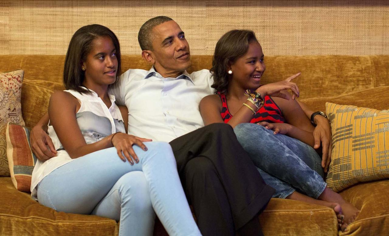 REFILE - REMOVING DISCLAIMER  U.S. President Barack Obama and his daughters Malia (L) and Sasha, watch on television as first lady Michelle Obama takes the stage to deliver her speech at the Democratic National Convention, in the Treaty Room of the White House in Washington September 4, 2012.  REUTERS/White House/Pete Souza/Handout