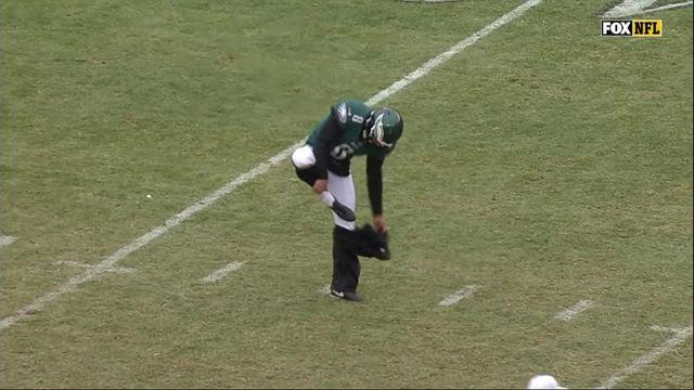 Philadelphia Eagles punter Donnie Jones wears his pants onto the field and takes them off before he sends a punt deep into Dallas Cowboys territory. (Screen shot)