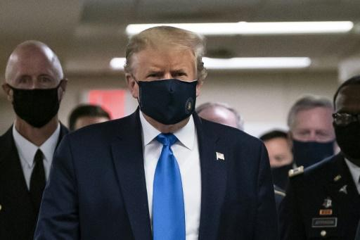 US President Donald Trump wears a mask as he visits Walter Reed National Military Medical Center in Bethesda, Maryland on July 11, 2020