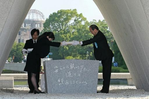 Hiroshima Mayor Kazumi Matsui offers a new list of A-bomb dead, including individuals who died in the past year from the side effects of radiation, at the memorial service