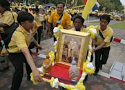 People help a man carrying a portrait of King Maha Vajiralongkorn outside the balcony of Suddhaisavarya Prasad Hall at the Grand Palace, where he will grant a public audience to receive the good wishes of the people in Bangkok, Thailand May 6, 2019. REUTERS/Athit Perawongmetha