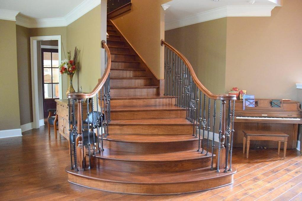 <p>We love this curved staircase.</p>