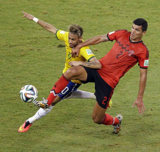 Brazil's Neymar, left, and Mexico's Francisco Rodriguez challenge for the ball during the group A World Cup soccer match between Brazil and Mexico at the Arena Castelao in Fortaleza, Brazil, Tuesday, June 17, 2014. (AP Photo/Themba Hadebe)