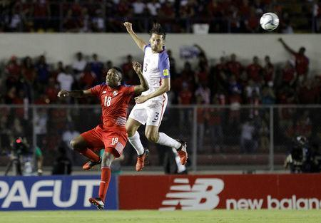 Football Soccer - Panama v USA - World Cup 2018 Qualifiers - Rommel Fernandez stadium, Panama city, 28/3/17. Omar Gonzalez of the U.S. and Luis Tejeda of Panama in action. REUTERS/Juan Carlos Ulate