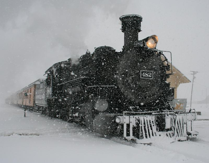 Spring snows hit Rockies; Plains face high winds