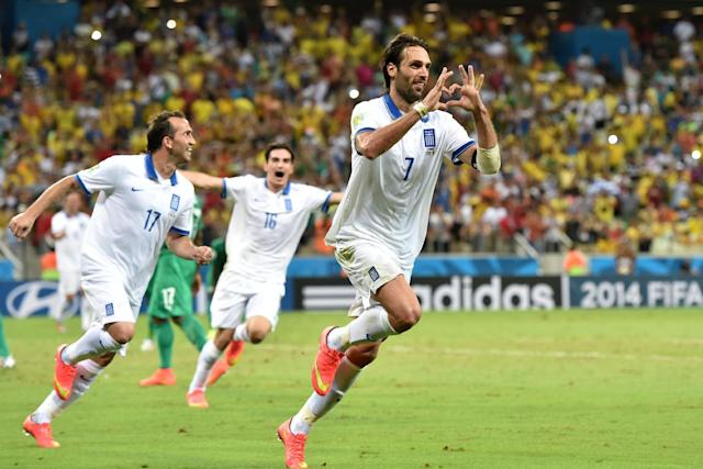 Greece's forward Georgios Samaras (C) celebrates scoring a penalty during a Group C football match between Greece and Ivory Coast at the Castelao Stadium in Fortaleza during the 2014 FIFA World Cup on June 24, 2014 (AFP Photo/Aris Messinis)