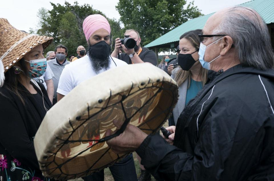 """<span class=""""caption"""">New Democratic Party Leader Jagmeet Singh speaks with members of the local indigenous community during a campaign stop in Ladysmith, B.C. </span> <span class=""""attribution""""><span class=""""source"""">THE CANADIAN PRESS/Adrian Wyld </span></span>"""