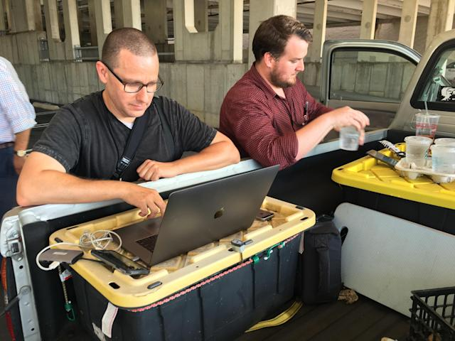 <p>Capital Gazette reporter Chase Cook (R) and photographer Joshua McKerrow (L) work on the next days newspaper while awaiting news from their colleagues in Annapolis, Md., June 28, 2018. (Photo: Ivan Couronne/AFP/Getty Images) </p>