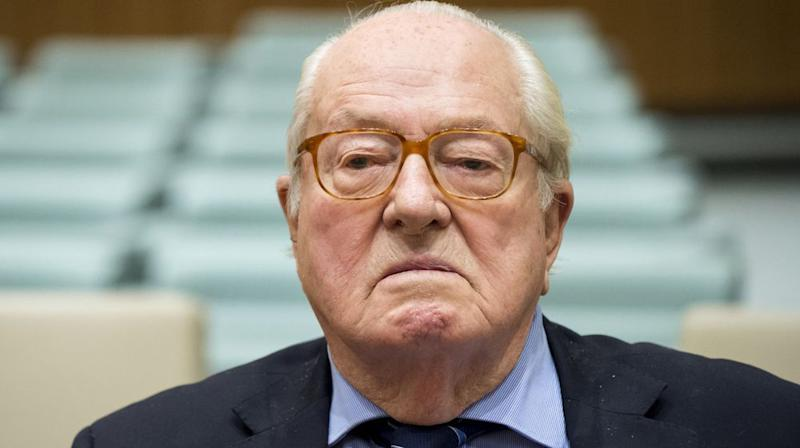 Jean-Marie Le Pen écope de 1 500 € d'amende — Détention d'armes