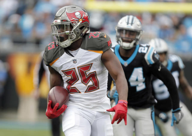 "Veteran <a class=""link rapid-noclick-resp"" href=""/nfl/players/29560/"" data-ylk=""slk:Peyton Barber"">Peyton Barber</a> continues to keep supposed rookie hotshot Ronald Jones at bay. (AP Photo/Bob Leverone)"
