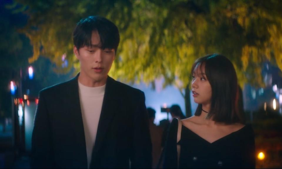 Shin Woo Yeo (Jang Ki Yong, left) is a nine-tailed fox whose Red Fox Marble is accidentally swallowed by university student Lee Dam (Hyeri) in My Roommate Is A Gumiho