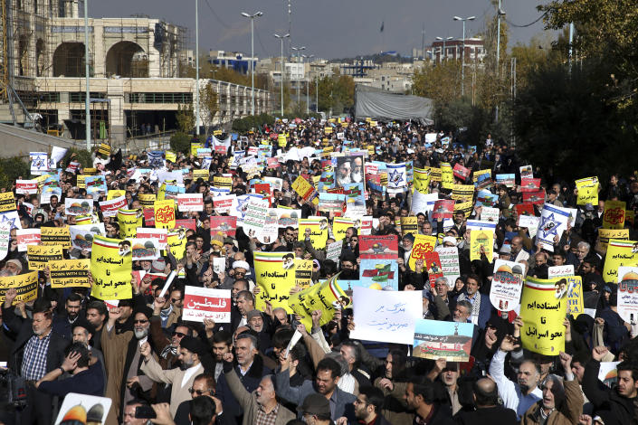 <p>Iranian worshippers chant slogans in a rally after Friday prayer in Tehran, Iran, Friday, Dec. 8, 2017. Hundreds staged a rally to show their anger against the U.S. President Donald Trump administration's recognition this week of Jerusalem as the capital of Israel. (Photo: Ebrahim Noroozi/AP) </p>