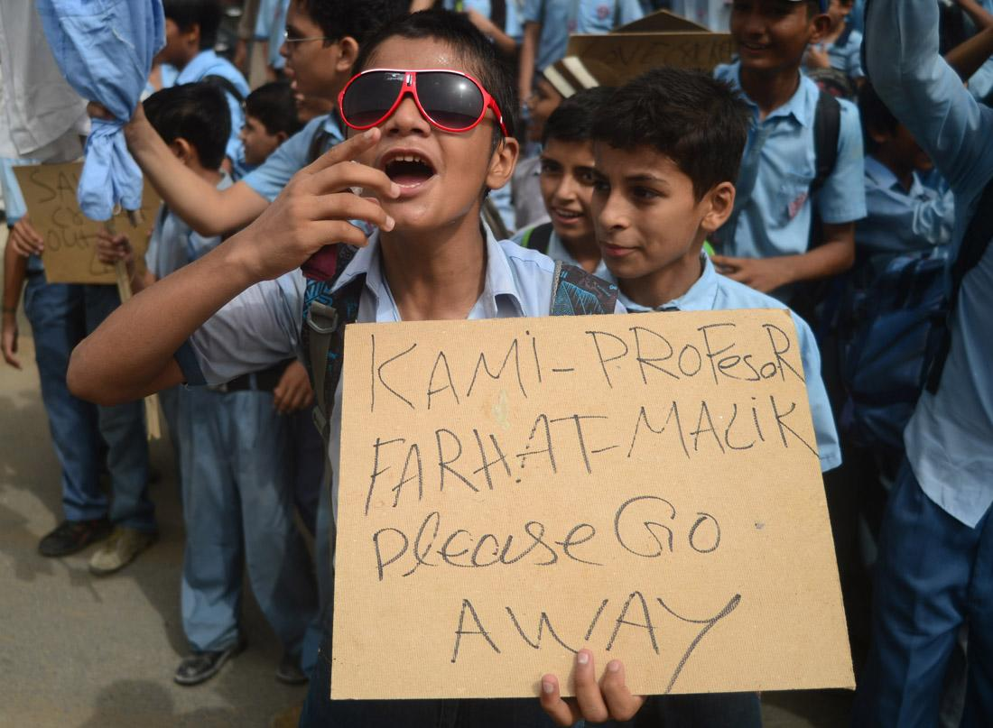 Pakistani school children shout slogans against national cricketers highlighting their poor performance in the Champions Trophy in the United Kingdom during a protest in Karachi on June 17, 2013. Pakistan failed to place well in the tournament and lost its last match against India outraging the fans at home. AFP PHOTO/ Rizwan TABASSUM