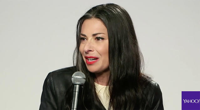 Style expert Stacy London speaks about size diversity at theCurvyCon. (Photo: YahooStyle)