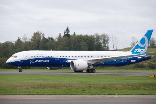 Boeing boosts 2013 forecast as Q3 profit soars