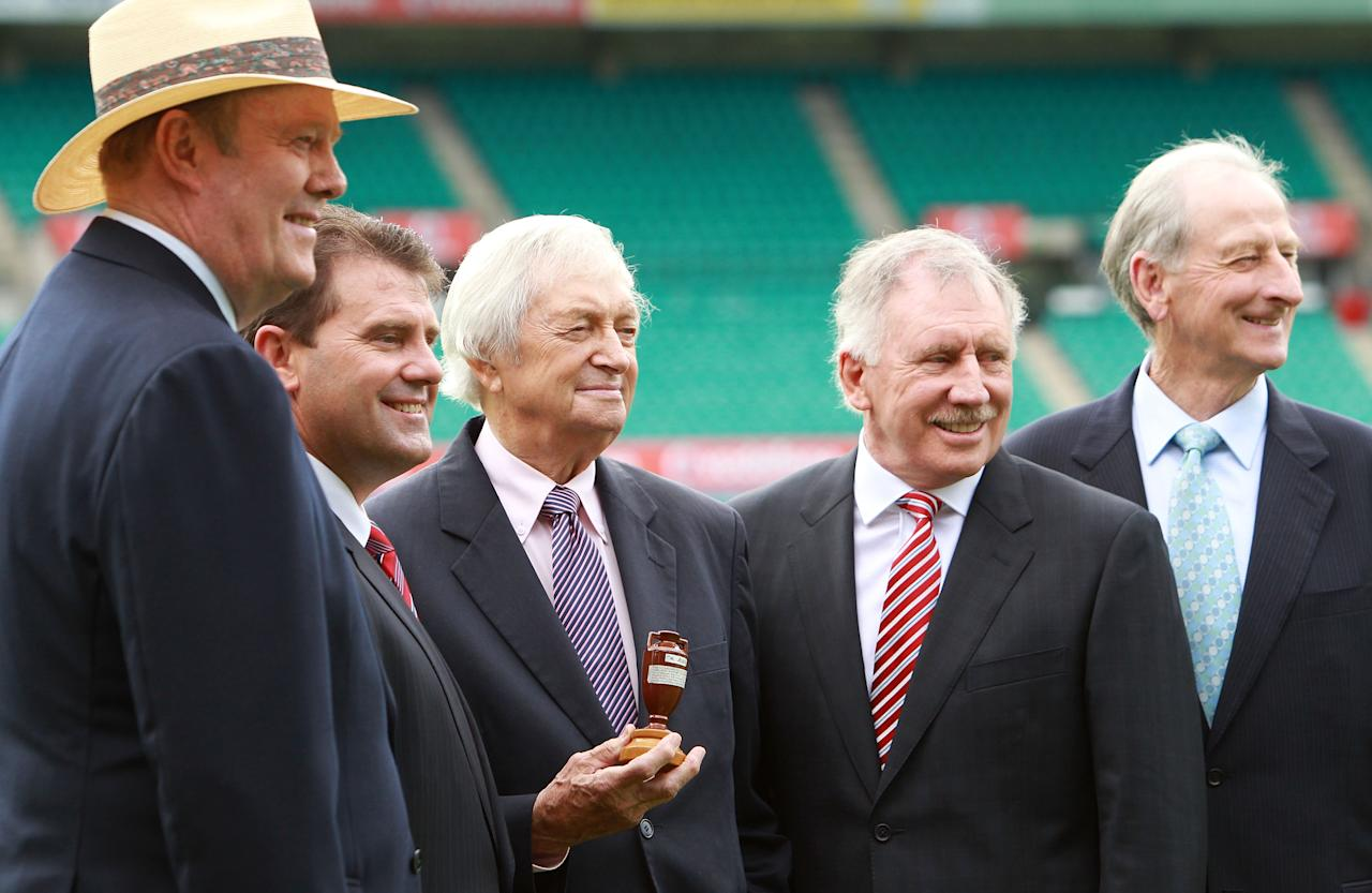 SYDNEY, AUSTRALIA - NOVEMBER 16: (L-R) Tony Greig, Mark Taylor, Richie Benaud, Ian Chappell and Bill Lawry pose  during the Channel Nine 2010/11 Ashes Series launch at the SCG on November 16, 2010 in Sydney, Australia.  (Photo by Mark Nolan/Getty Images)