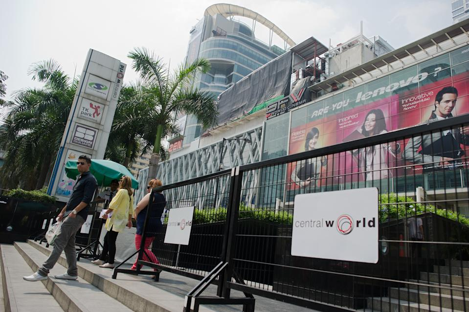 Security gates are installed outside Central World shopping mall in Bangkok on February 16, 2012. Thailand has stepped up security at embassies and tourist areas in response to a failed bomb plot in Bangkok by Iranian suspects targeting Israeli diplomats, officials said. AFP PHOTO/ Nicolas ASFOURI