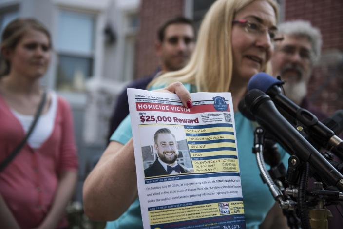 Mary Rich, the mother of slain DNC staffer Seth Rich, gives a press conference in Bloomingdale on August 1, 2016. (Photo: Michael Robinson Chavez/The Washington Post via Getty Images)
